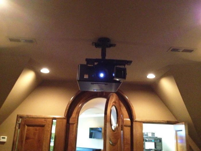 Brians-Custom-Theaters_01_Projector_BCT